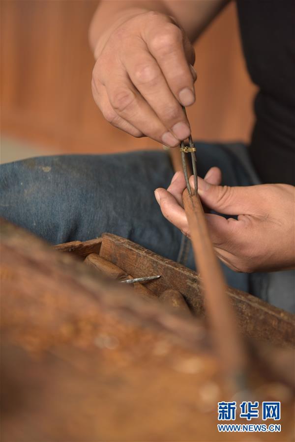 制作一根杆秤需要多少工序?看手工艺人分斤两、镶秤星