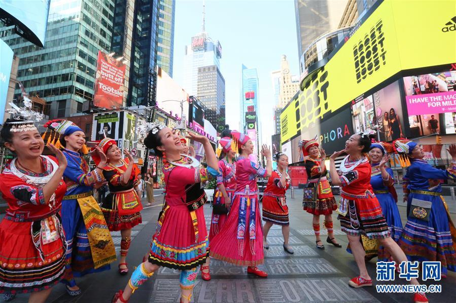 纽约时报广场:山歌颂中华