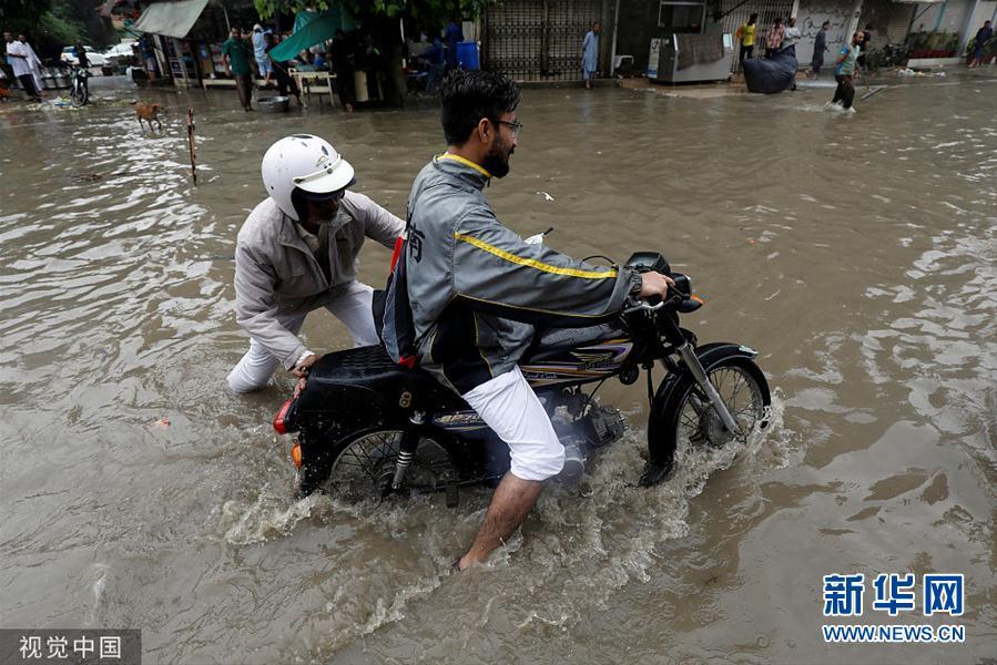 巴基斯坦暴雨致161人死亡(组图)