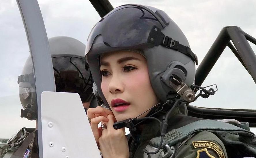 泰国国王剥夺34岁王妃头衔,因不忠和野心,趴着接受册封未满三月