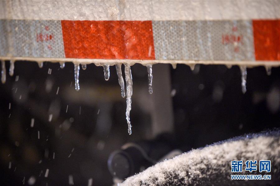 吉林长春:大雪袭城 环卫上阵