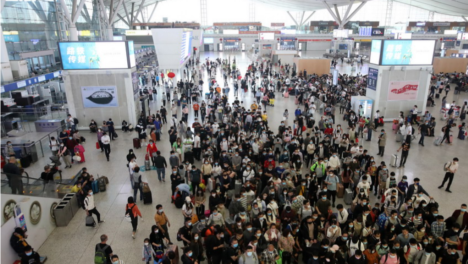 周末的乐虎国际北站客流量增大