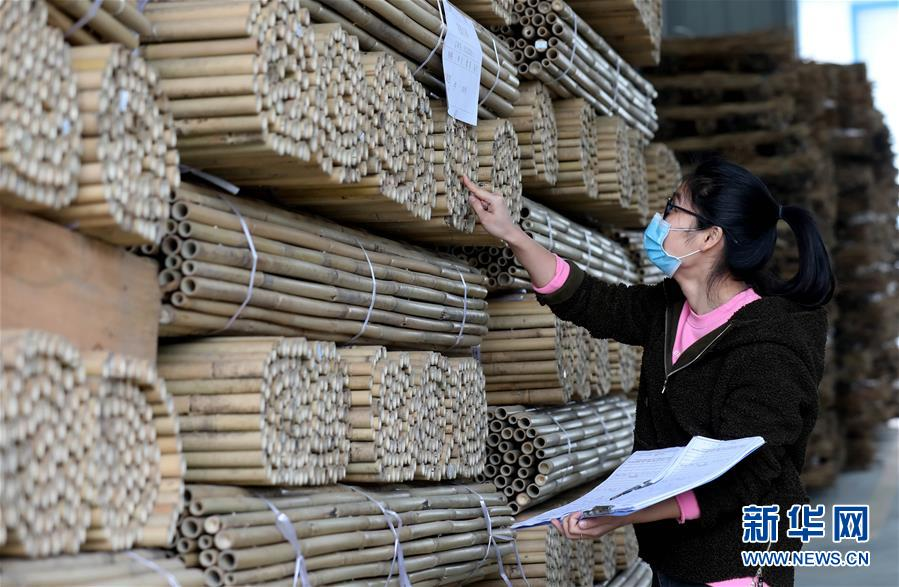 广西融安:竹制品外贸企业赶订单忙生产
