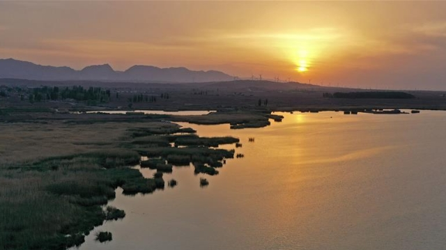 旱塬上的天湖国家湿地公园
