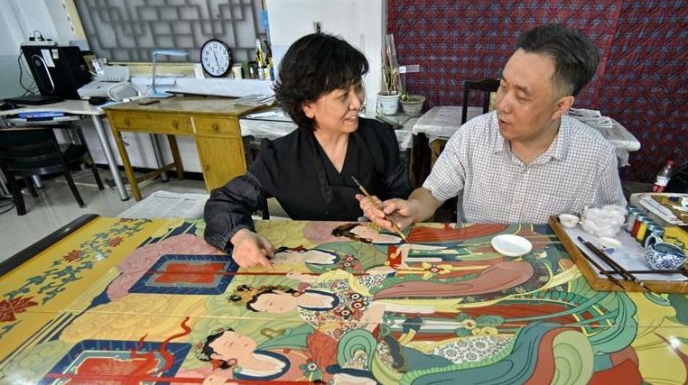 承恩寺壁画《帝后放飞图》金漆镶嵌彩绘屏风在京完成