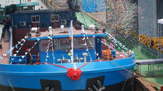 首艘千吨级纯电动货船试航