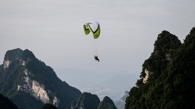 天门山:得天独厚条件引众多冒险家前来挑战