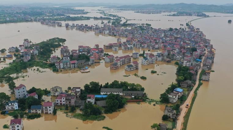 江西鄱阳县问桂道圩漫决口 封堵进入最后攻坚阶段