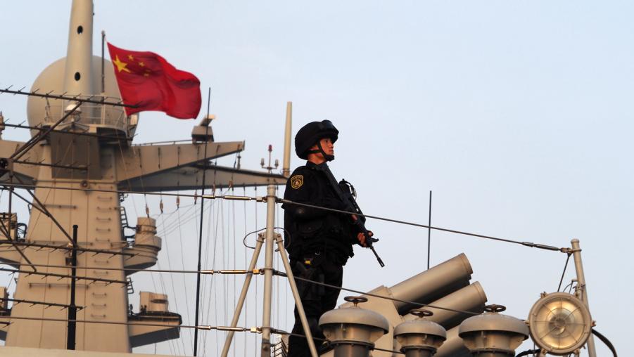 海军第35批护航编队特战分队开展武力营救演练