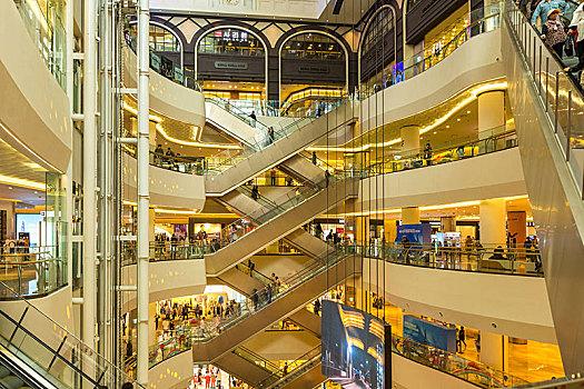 商场转型、电商狂欢未来消费者将在哪儿买?