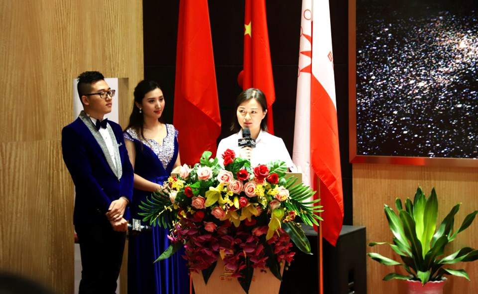 服务明星个人代表——华夏银行股份有限公司深圳东门支行魏洁发言