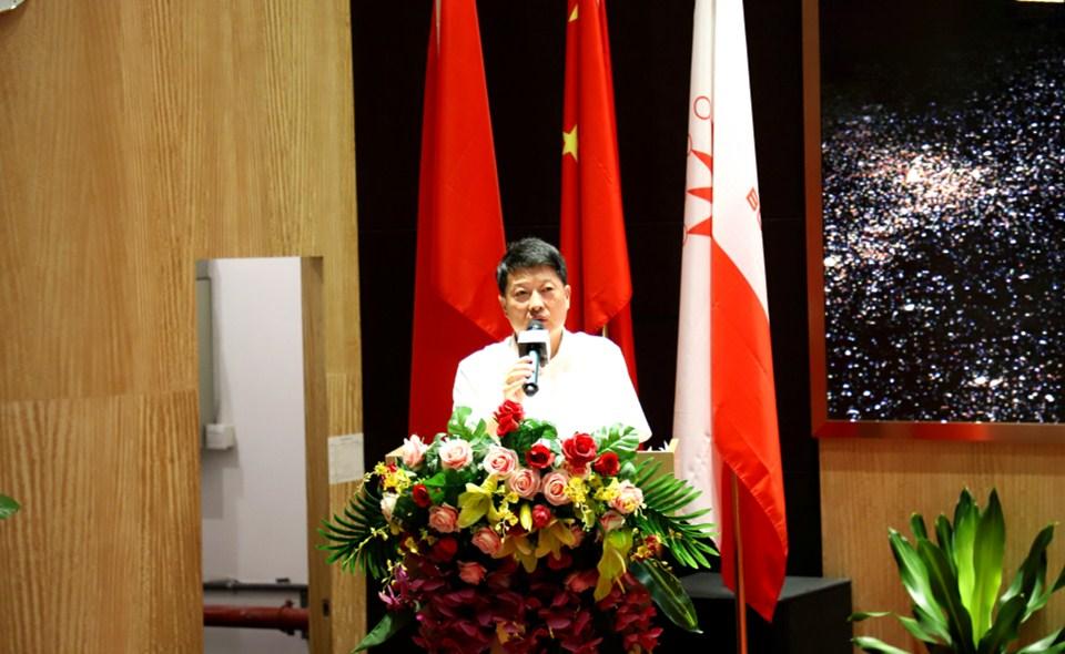 服务明星管理者代表——深圳市机场股份有限公司副总经理沈坚发言