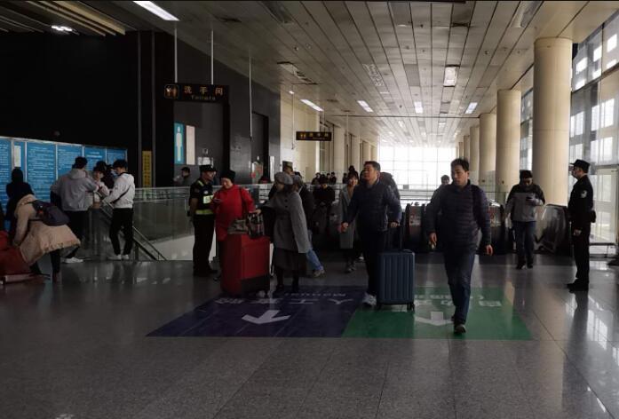 除夕假期第二日:停止17时30分开户送体验金各陆路港口出境客流量广泛偏多