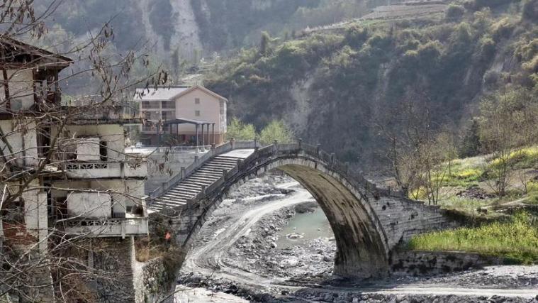 饱经沧桑的清代古桥  曾是川西藏区交通要塞