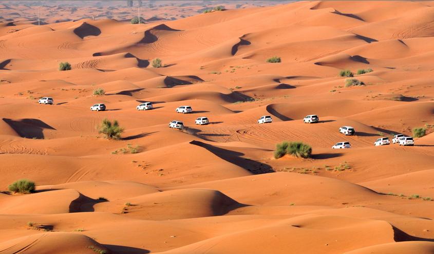 """沙漠中的惊险""""游戏""""  看迪拜土豪怎么""""冲沙"""""""