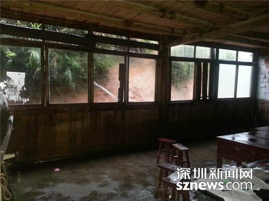 说明:暴风雨后的教室