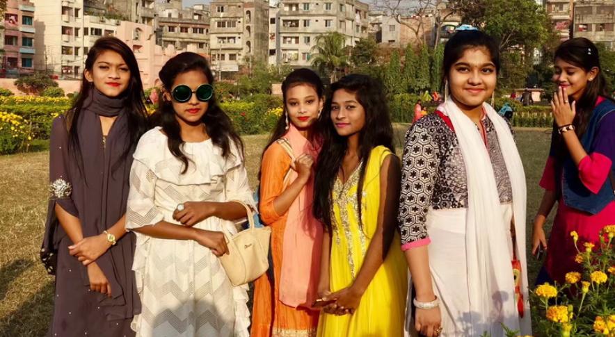 奇观天下|实拍孟加拉国的美女 在鲜艳服饰的衬托下更加靓丽
