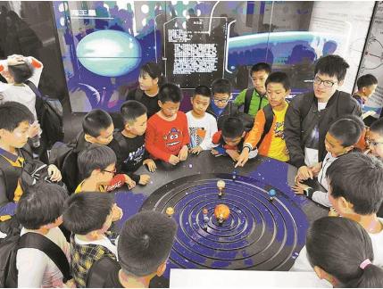"""这个体验营让青少年""""跳""""出书本学科学"""