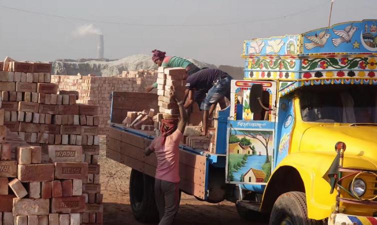 触目惊心!实拍孟加拉国砖厂打工者  环境恶劣收入低