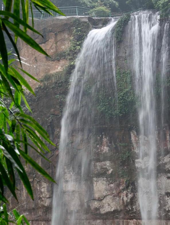 世界最美十大瀑布之一 :赤水丹霞