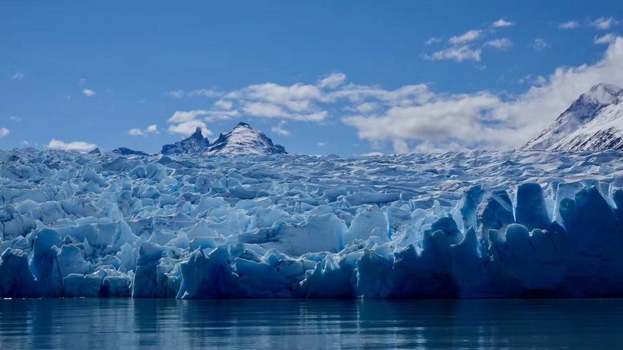 """这座冰川已有20万年历史却属于""""年轻""""一族  是世界上少数活着的冰川"""