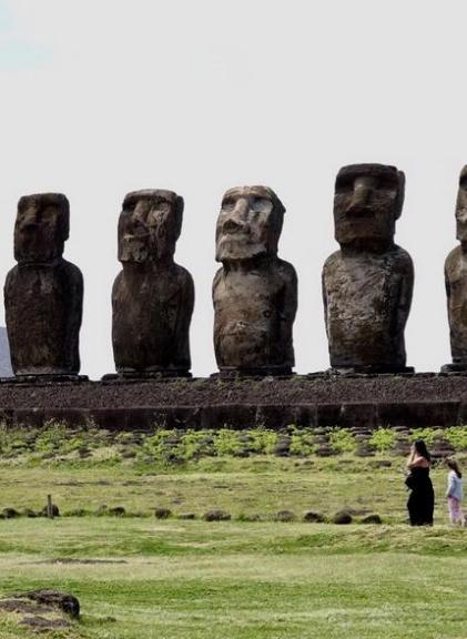困惑人类数百年,这个岛上的巨型石像仍是未解之谜!