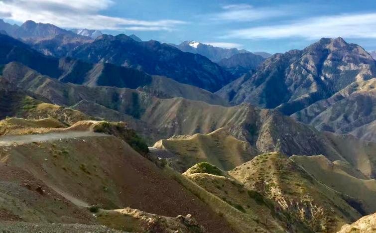 纵贯天山的新疆醉美公路风情万种......