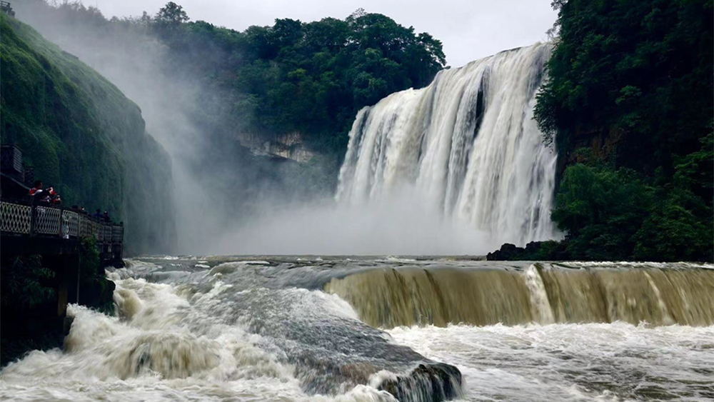 奇观天下|丰水期的黄果树瀑布令人震撼(视频)